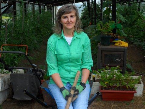 Marisol Felmer Dörner disfrutando en el invernadero
